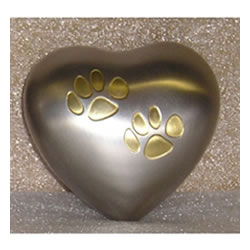 Pet Urns by HTW - Urns for pets, dogs, cats, loss, death, jewelry, ashes, retail, wholesale, minnesota, united states, vet clinic, veterinarian, family pets, Keepsake Heart