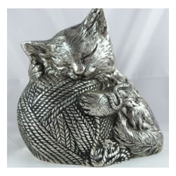 Pet Urns by HTW - Urns for pets, dogs, cats, loss, death, jewelry, ashes, retail, wholesale, minnesota, united states, vet clinic, veterinarian, family pets, Precious Cat Pet Urn